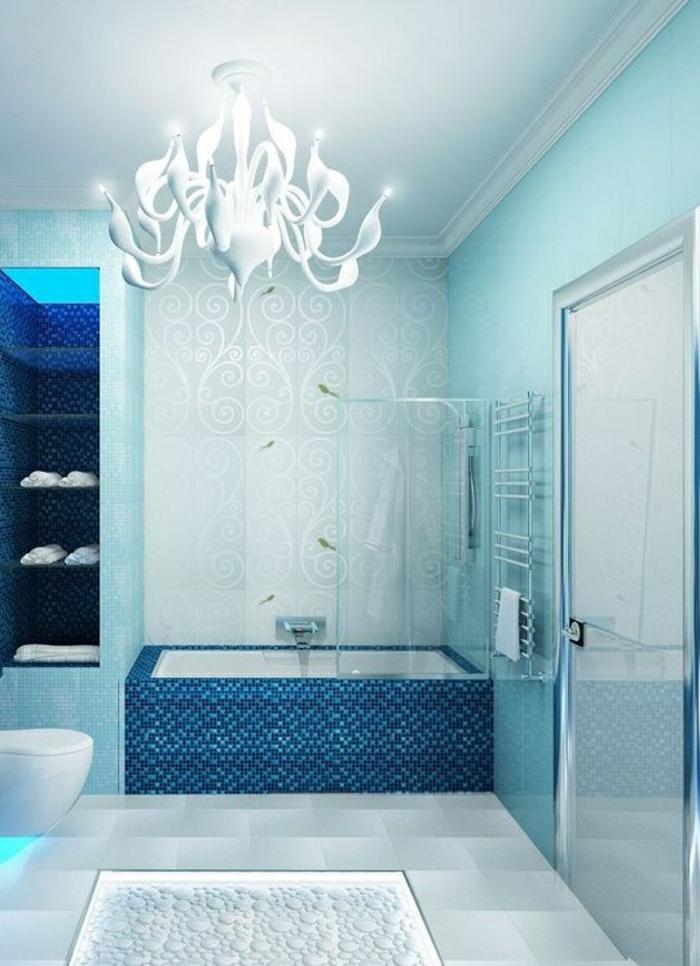 salle-de-bain-jolie-en-bleue-eau-mer-baignoire