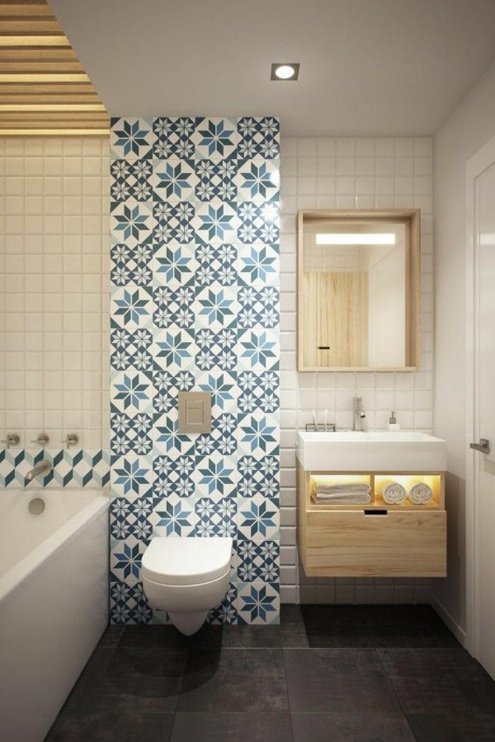 salle-de-bain-rétro-idée-aménagemen-salle-de-bain-ancienne-carrelage-blanc-bleu