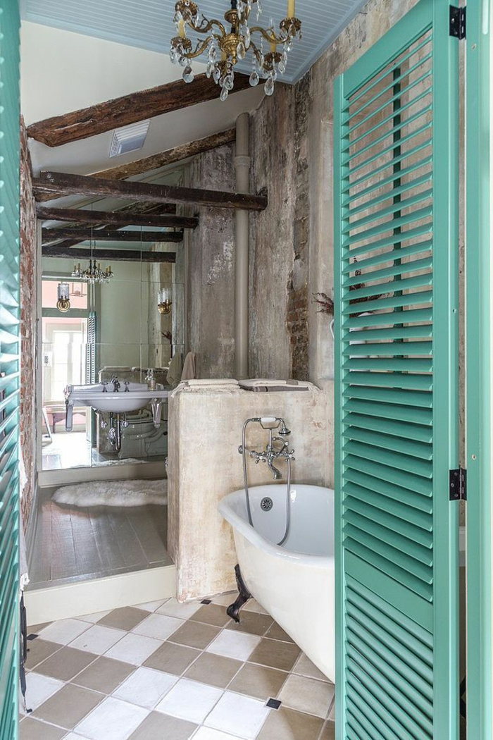 salle-de-bain-rétro-porte-en-bois-bleu-baignoire-blanc-salle-de-bain-couleur-taupe