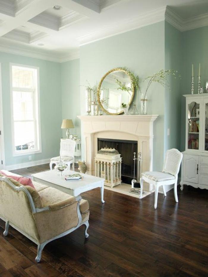 salle-de-séjour-classique-mur-bleu-fauteuil-retro