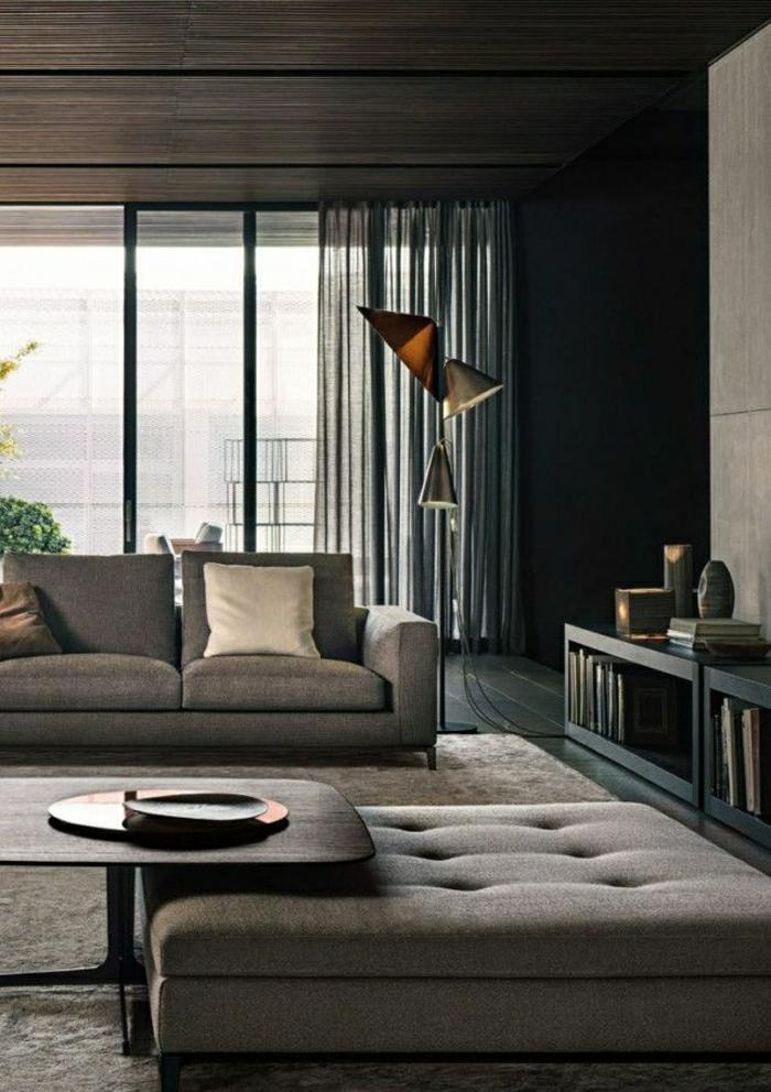 salle-de-séjour-taupe-canapé-taupe-salon-moderne-coussins-taupes-rideaux-longs-noirs