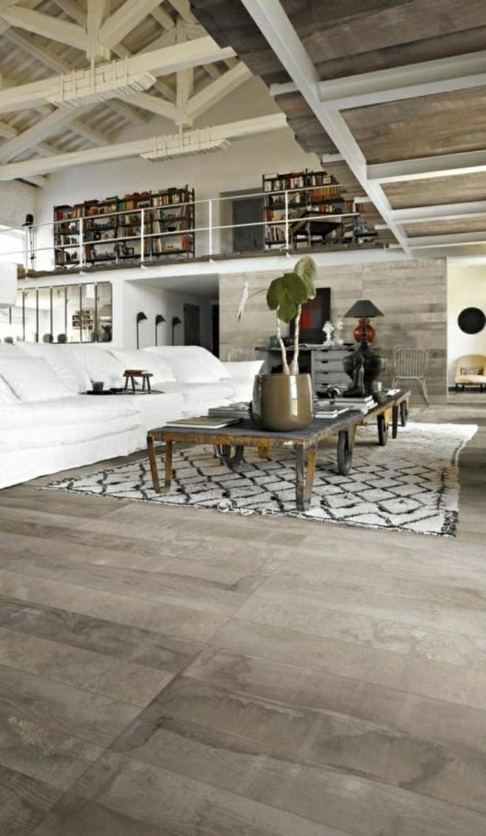 salon-taupe-ambiance-cocooning-canapé-blanc-tapis-beige-table-en-bois-plante-verte
