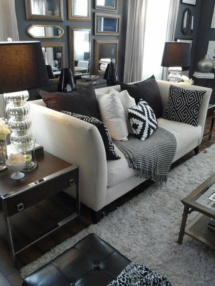 salon-taupe-coussins-décoratifs-tapis-taupe-canapé-salon-moderne-meuble-en-cuir