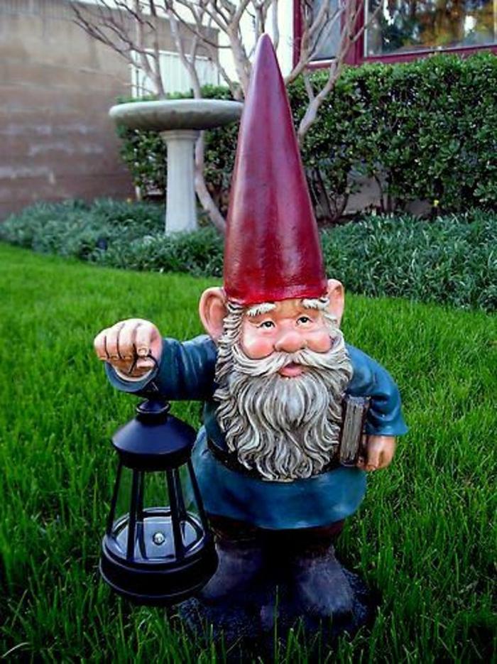 sculpture-de-jardin-nains-décoration-de-jardin-originale-comment-faire-chapeau-rouge