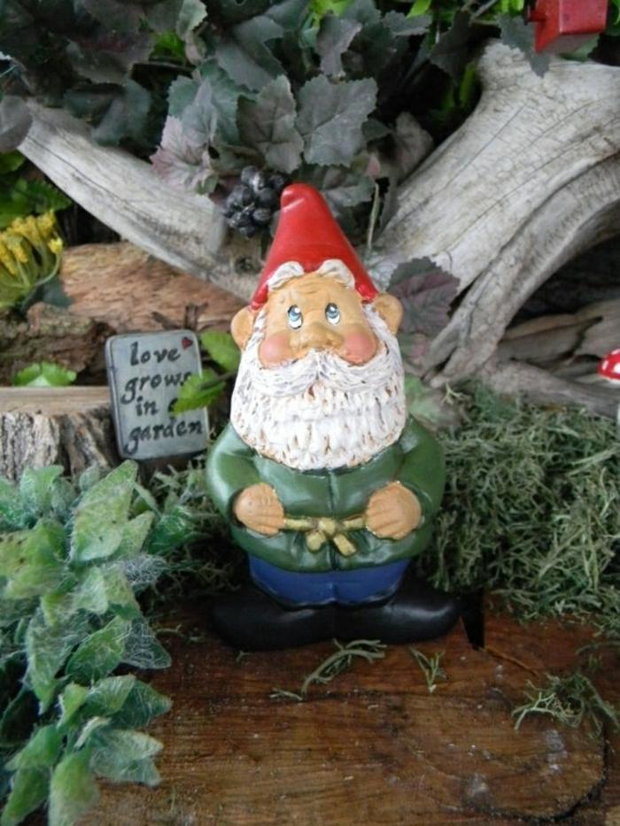 sculpture-pour-le-jardin-de-vos-reves-nains-de-jardin-chapeau-rouge