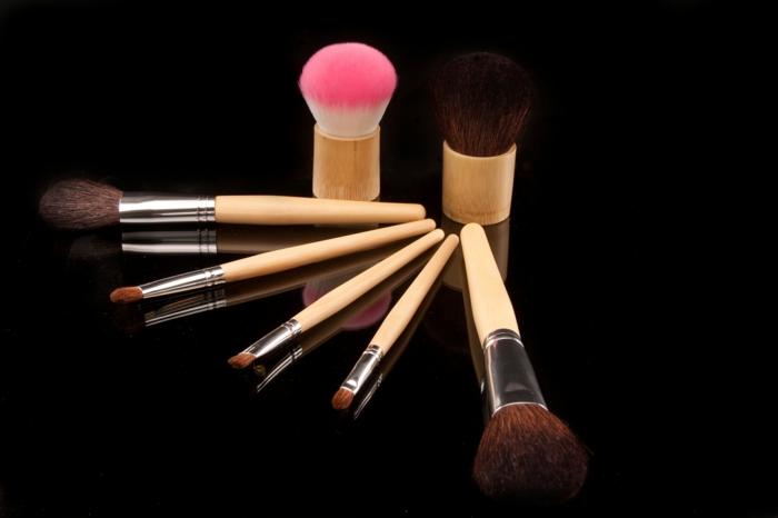 Le pinceau maquillage professionnel lequel choisir - Palette de pinceaux maquillage pas cher ...