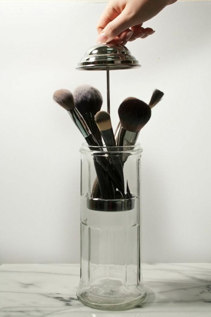 set-de-pinceaux-maquillage-idée-créative-garder-boite