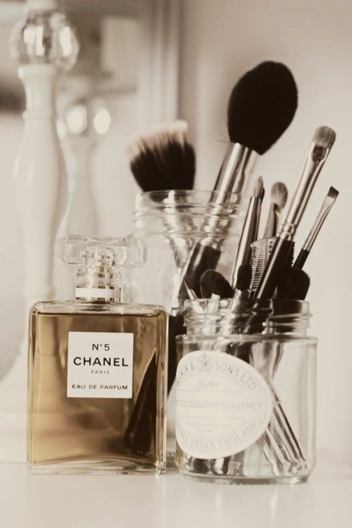 set-pinceaux-maquillage-organiser-chanel-n-5