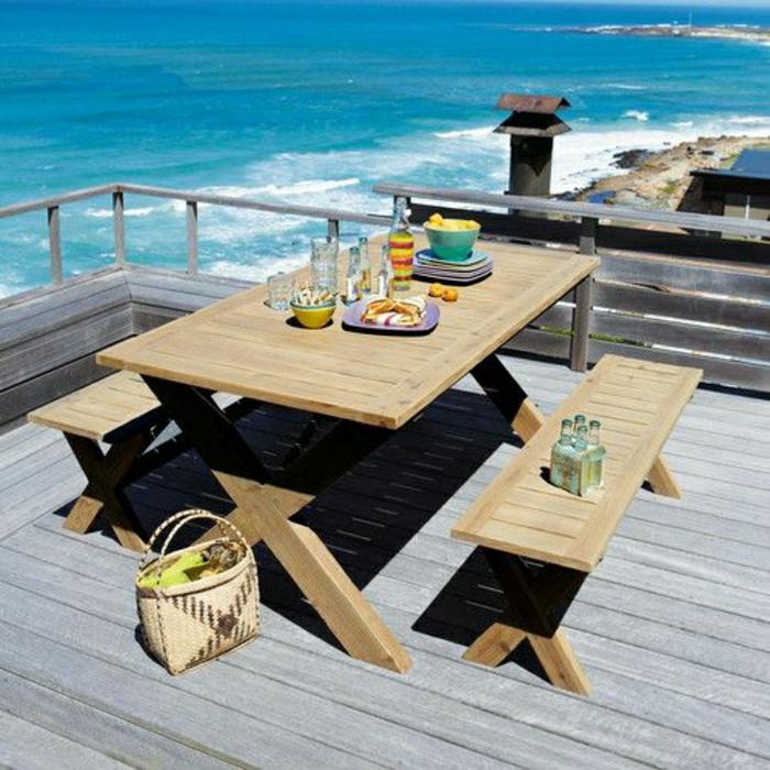 table-avec-banc-table-de-jardin-en-bois-belle-vue-vers-la-mer-plage