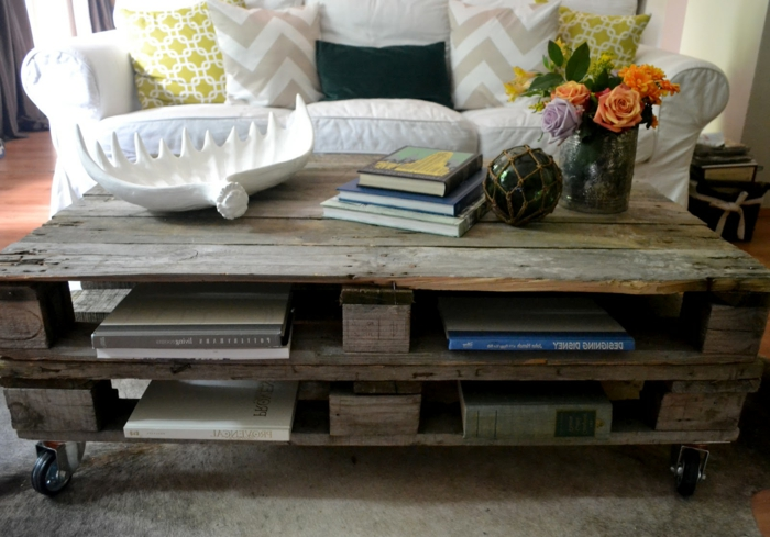 table-basse-palette-bois-deco-idees-salon-roses-vase