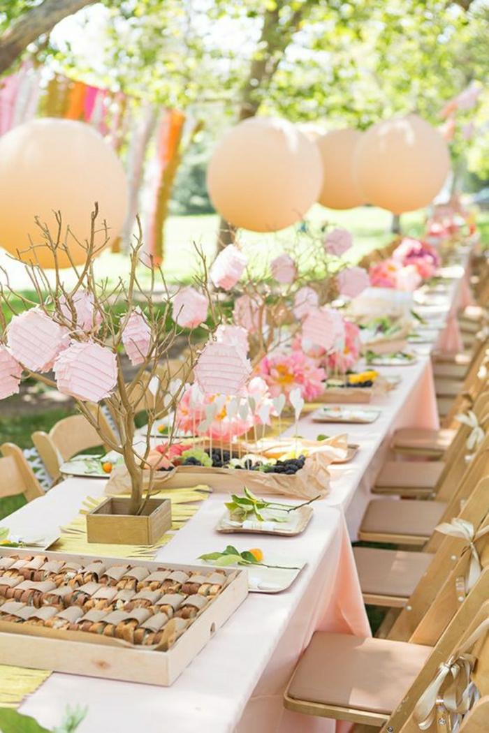 table-de-picnic-en-bois-décoration-pour-la-table-de-pique-nique-lustre