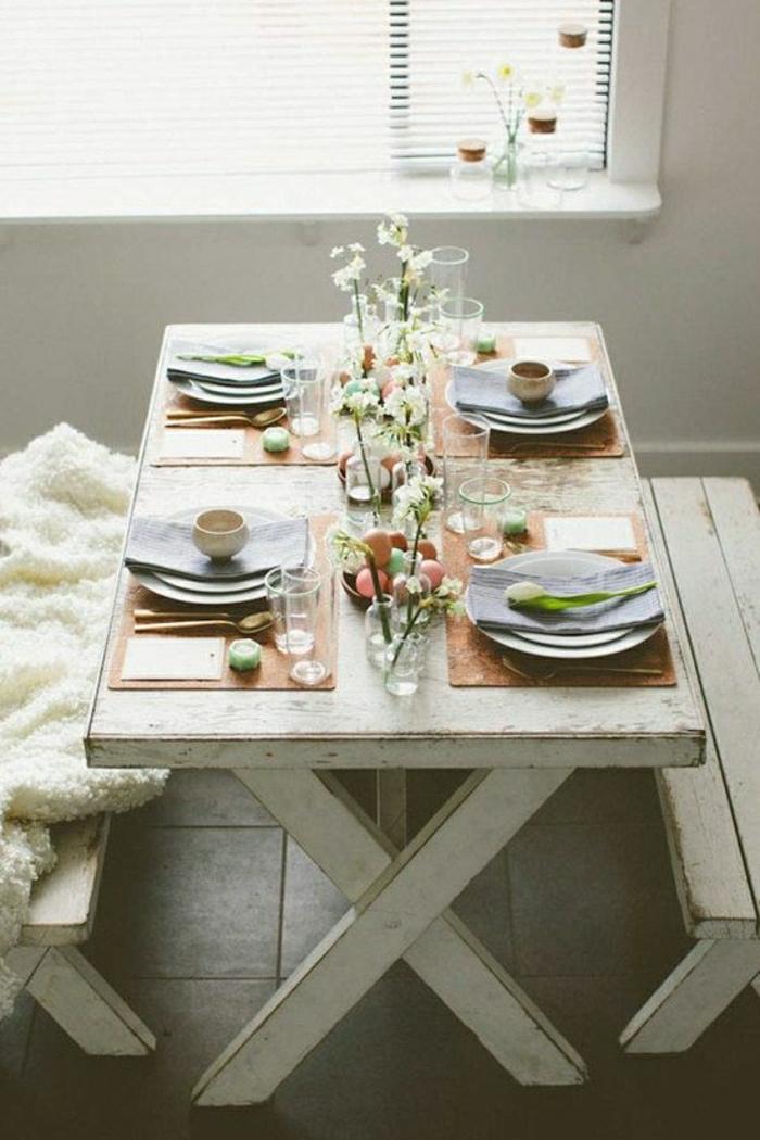 table-de-pique-nique-table-avec-banc-en-bois-blanc-déjeuner-maison