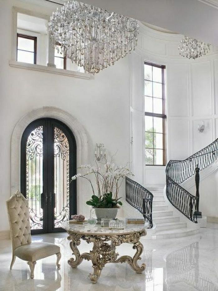 table-en-marbre-blanc-table-de-salon-vaste-chambre-de-luxe-lustre-de-luxe-crystal-escalier-en-marbre