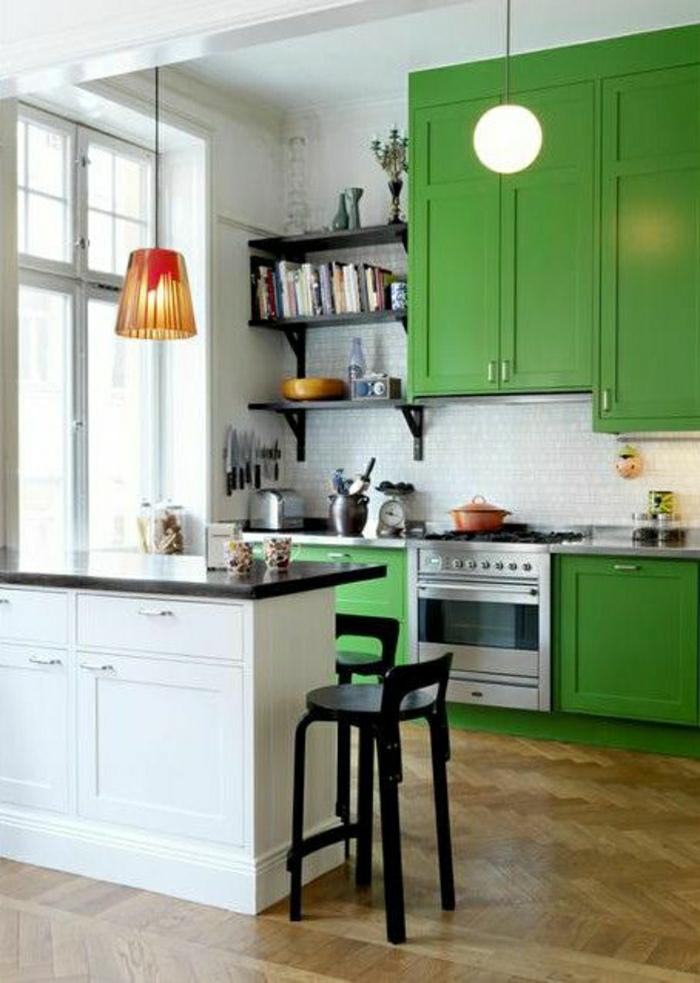 ... haute-de-cuisine-bar-de-cuisine-blanc-cuisine-verte-sol-parquet-lustre
