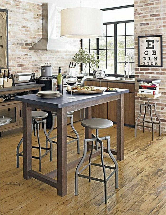 table-haute-de-cuisine-en-bois-massif-chaise-haute-parquet-sol-mur-de-briques