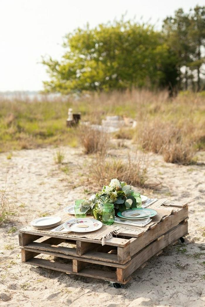 table-picnic-en-bois-pour-la-plage-fleurs-plage-table-basse-en-palette