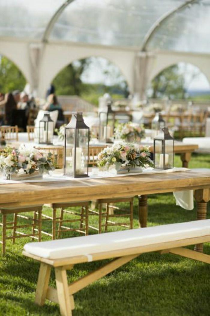 table-picnic-table-de-picnic-table-picnic-bois-décoration-avec-fleurs-banc-en-bois