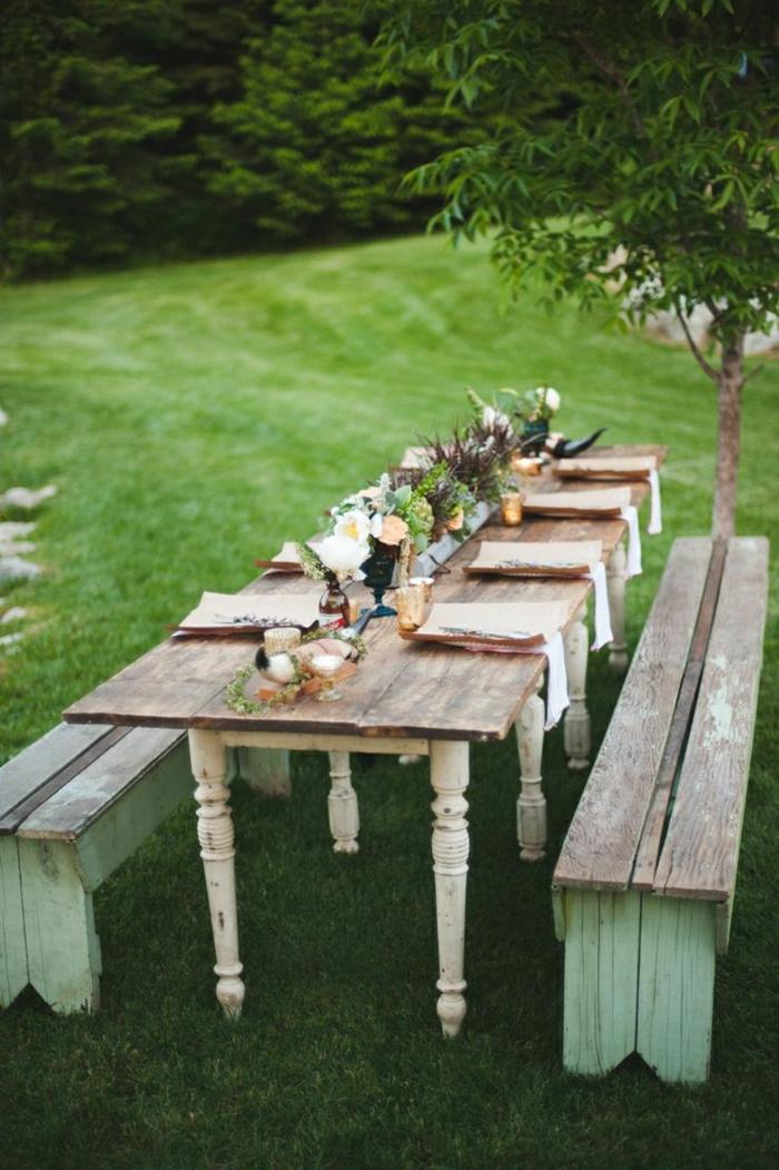 table-picnic-table-de-pique-nique-en-bois-pelouse-verte-banc-en-bois