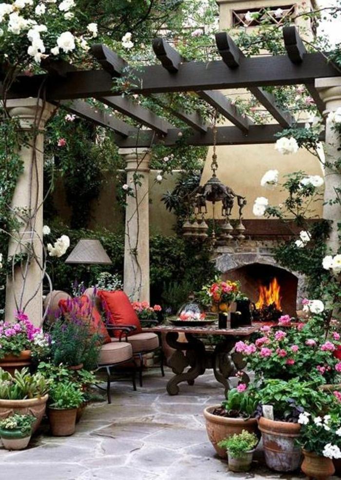 table-rustique-fleurs-de-jardin-aménagement-de-jardin-meuble-en-chene-massif