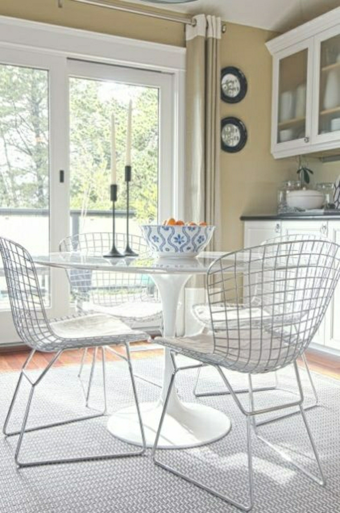 excellent table chaise salon une table tulipe pour votre intrieur moderne with table et chaises blanches