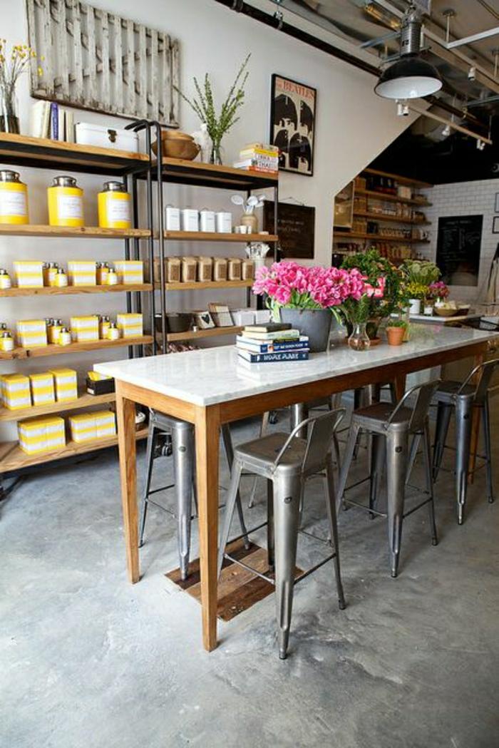 tabouret-de-bar-design-plastique-fleurs-roses-bar-de-cuisine-en-marbre-etagere-en-bois-plante-verte