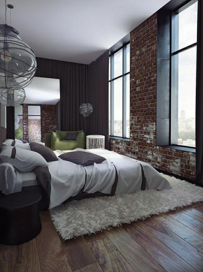 tapis-fausse-fourrure-rideaux-noirs-longs-sol-en-planchers-en-bois-linge-de-lit-blanc-gris