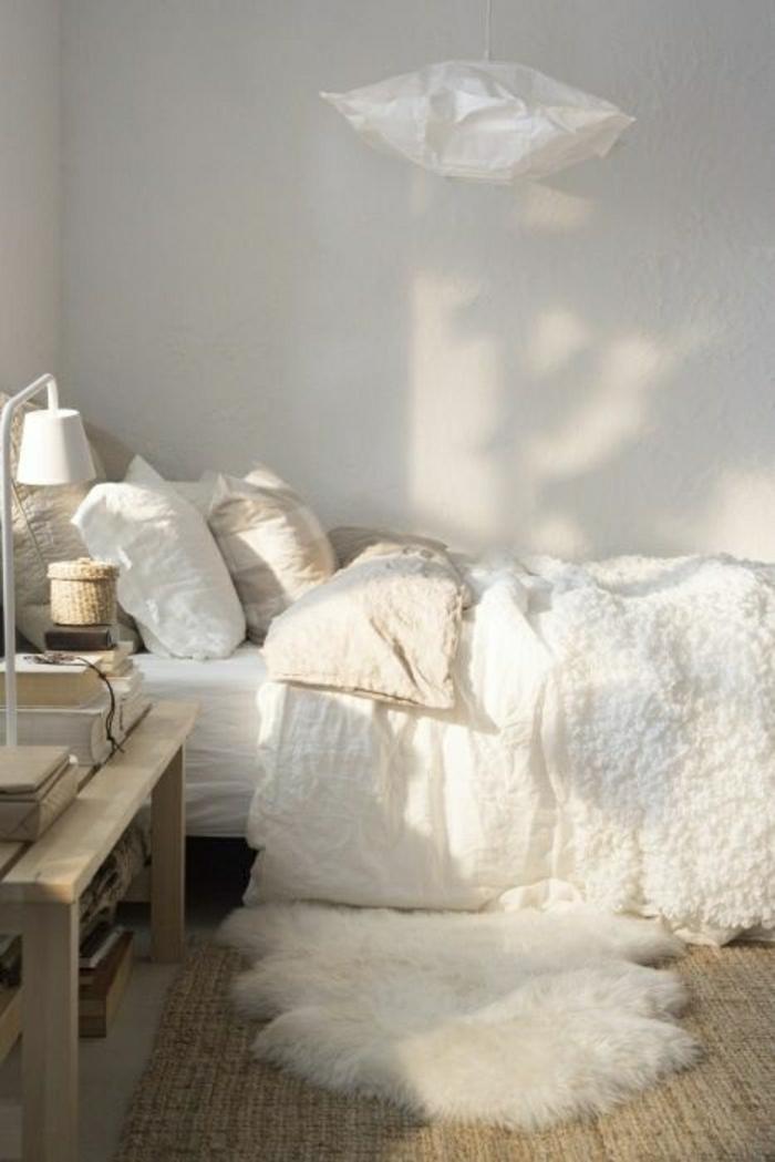 tapis-fourrure-blanc-sol-chambre-a-coucher-beige-mode-lampe-blanche-de-chevet