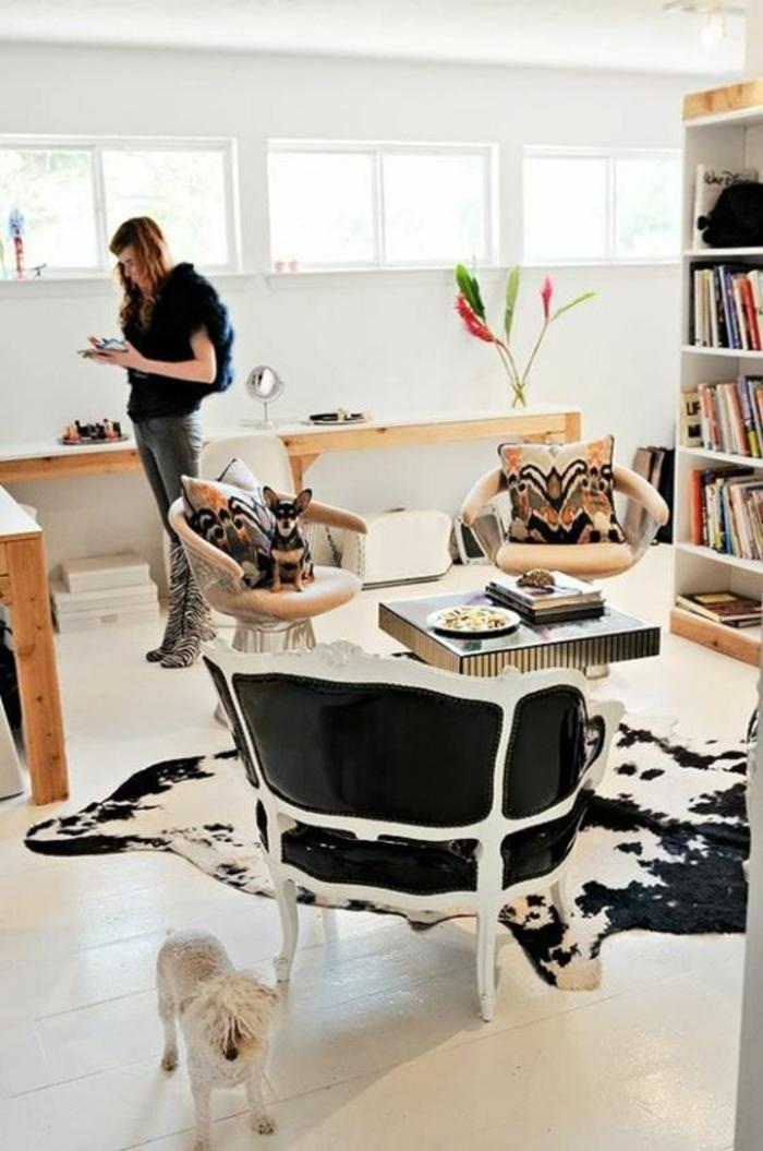 tapis-peau-de-bete-blanc-noir-chien-blanc-fille-salon-sol-planchers-blancs-table-de-salon-fauteuil
