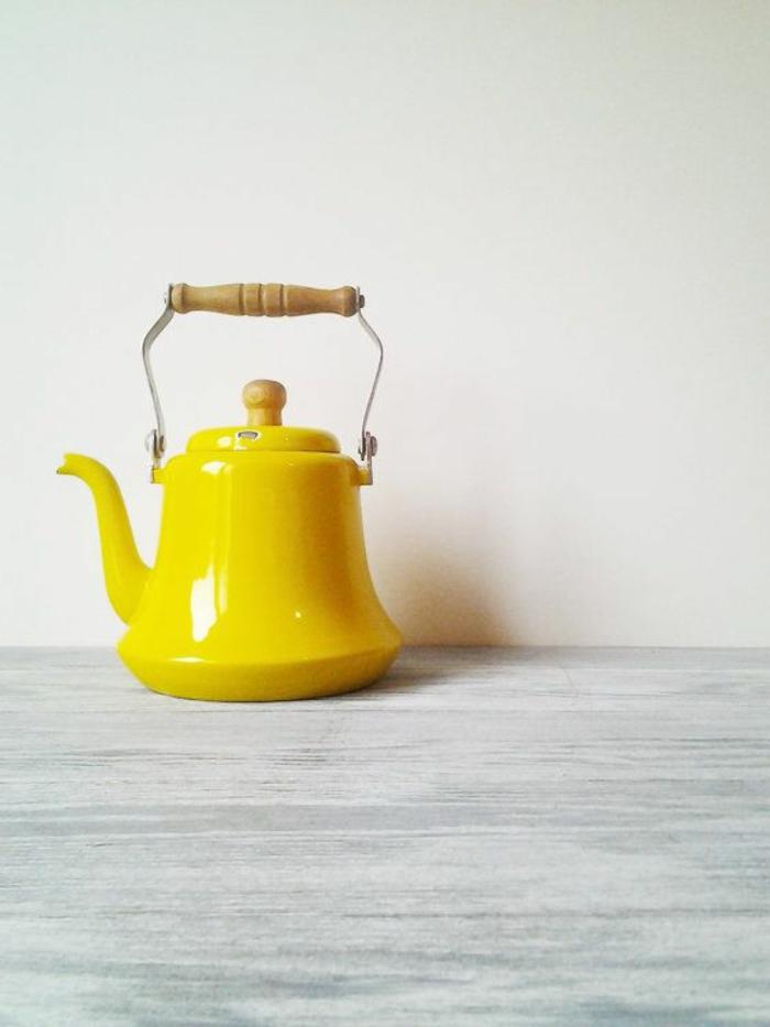 théière-en-fonte-idée-créative-jaune