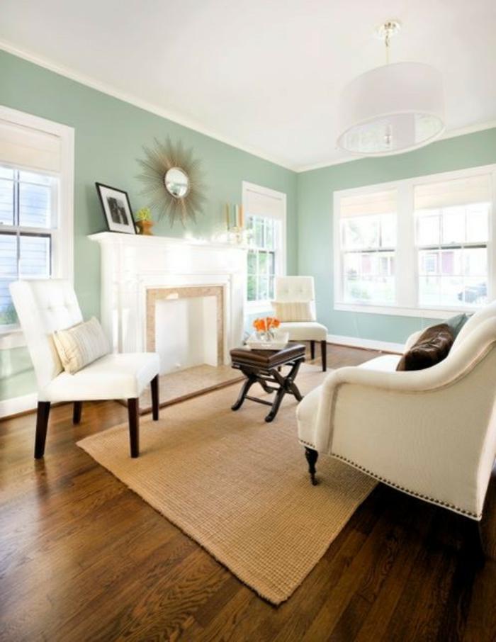 traditionnelle-salle-de-séjour-mur-bleu-sofa-blanc-lustre
