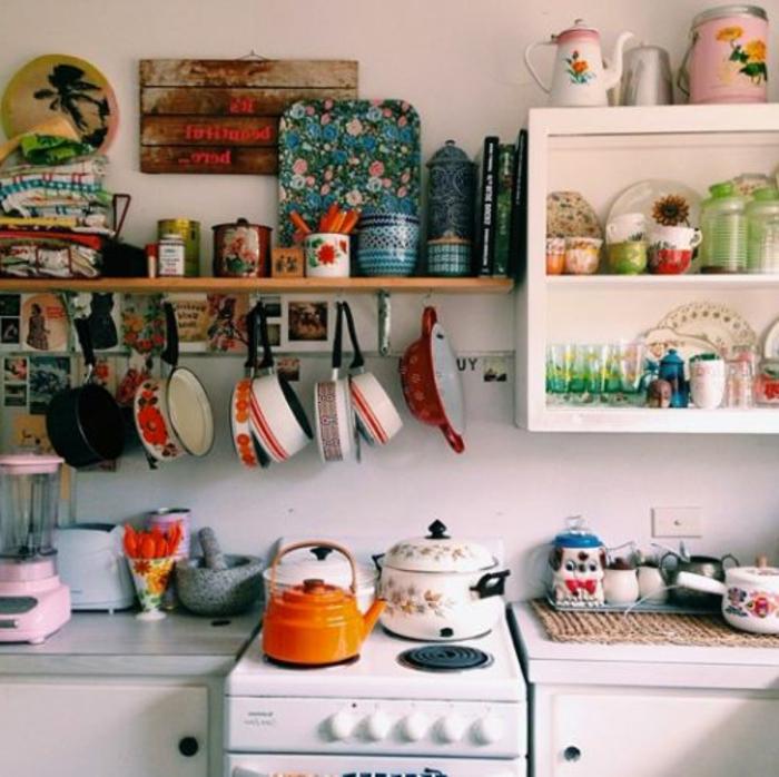 un-bouilloire-en-verre-utilisation-cuisine-rustique
