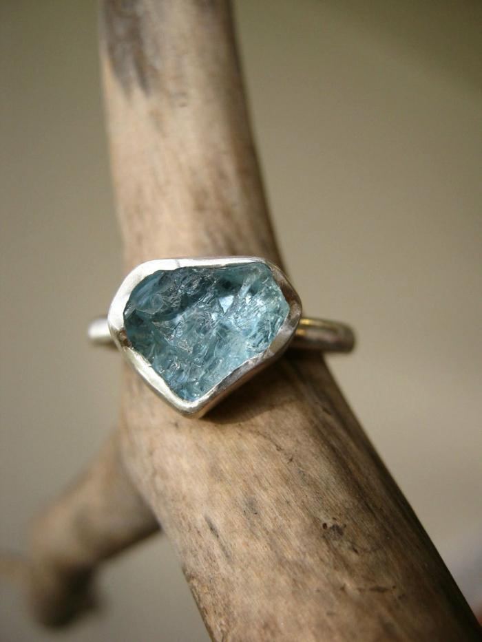 une-bage-aigue-marine-cristaux-couleur-de-la-mer