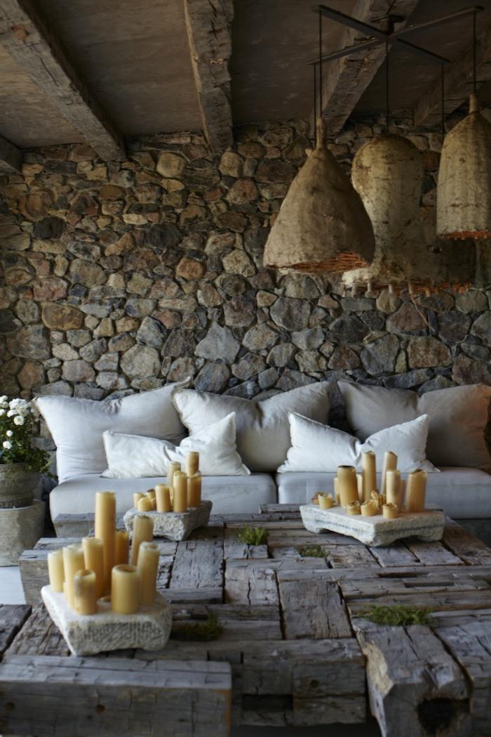 une-belle-table-d-extérieur-en-bois-massif-meuble-massif-d-extérieur