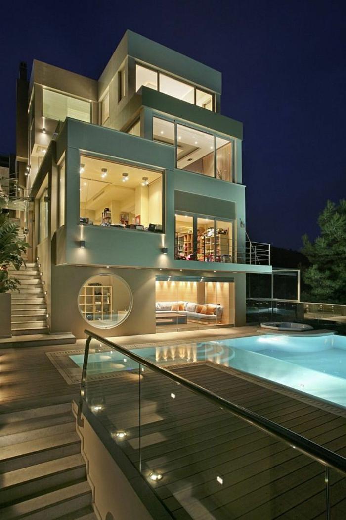 une-maison-de-luxe-avec-luminaires-extérieurs-piscine-maison-luxe