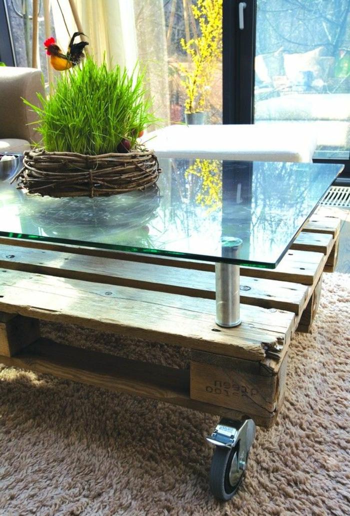 une-table-basse-en-palette-de-bois-verre