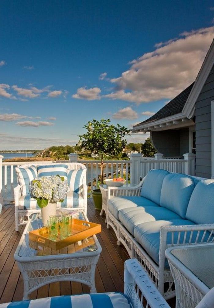 veranda-avec-meuble-rotin-blanc-meuble-en-bambou-blanc-veranda-avec-belle-vue