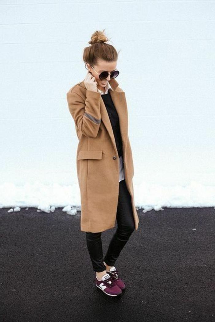 veste-daim-marron-foncé-pantalon-noir-longue-lunettes-de-soleil-noirs-sneakers-violet