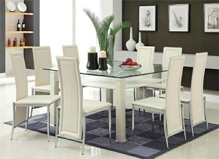 élégante-table-de-cuisine-plateau-de-table-en-verre-chaises-de-cuisine-blanches
