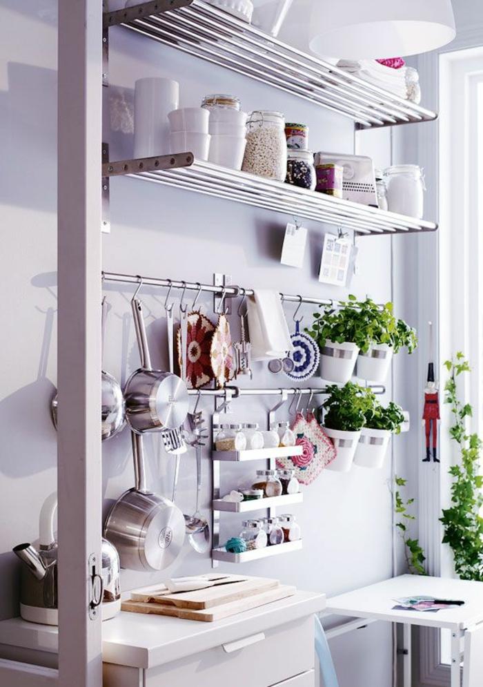 étagères-métalliques-étagère-métallique-cuisine-blanche-élégante