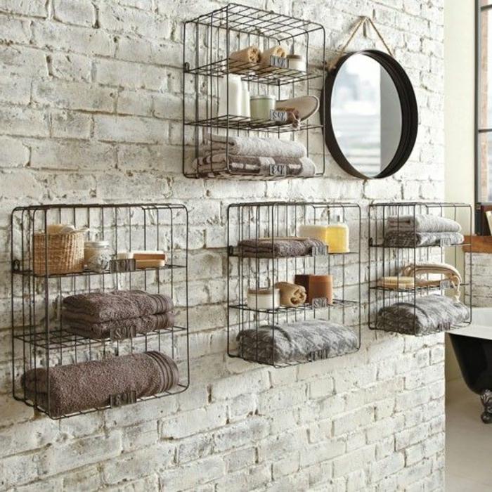 étagères-métalliques-diy-dans-la-salle-de-bains