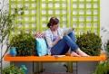 Faites de votre banc de jardin un objet aussi pratique que décoratif! Idées en 50 photos!
