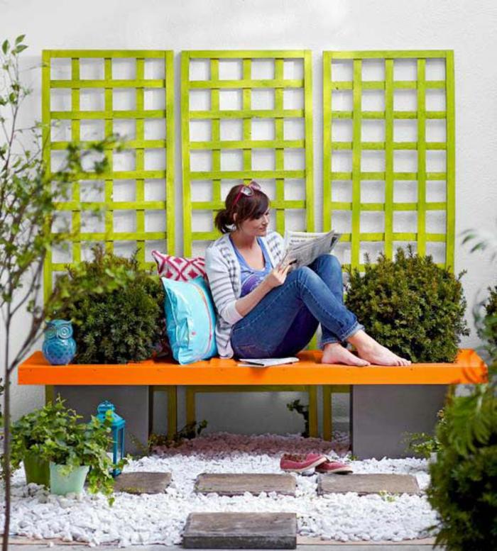 0-banc-de-jardin-en-bois-modele-original-banc-d-extérier-jardin-avec-cailloux-blancs