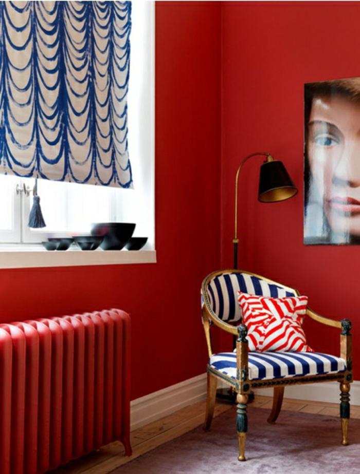 1-adopter-la-couleur-carmin-rouge-carmin-rouge-pourpre-chaise-à-rayures-blanc-bleu-mur-rouge