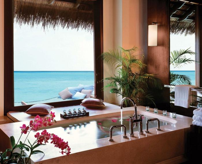 1-baignoire-jacuzzi-coussins-intérieur-exotique-au-bord-de-la-mer-avec-vue