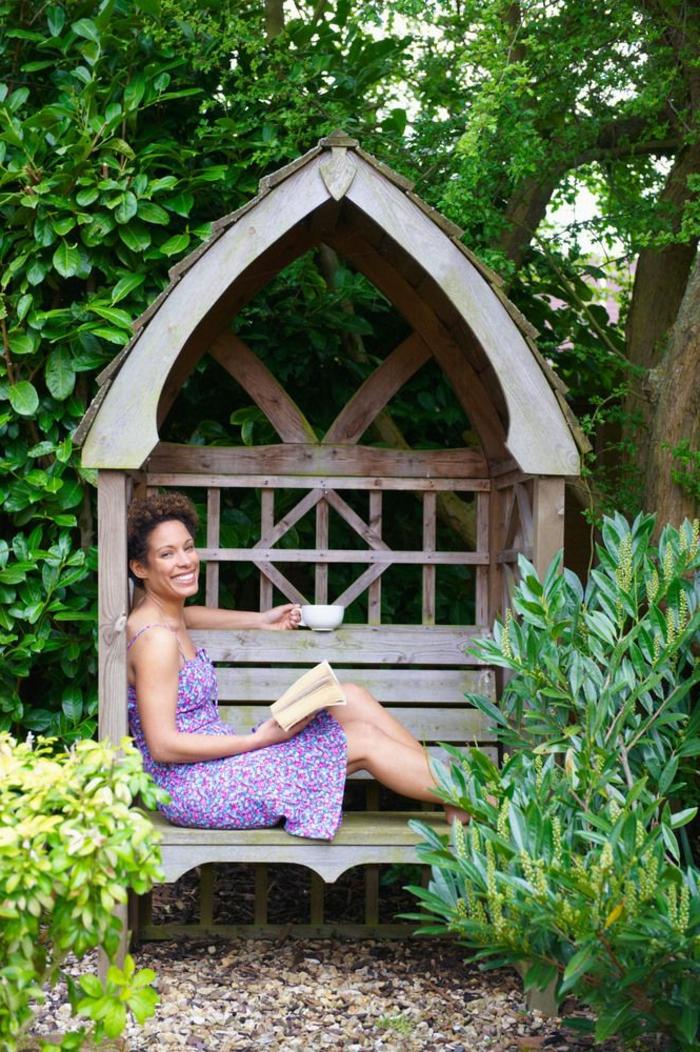 1-banc-de-jardin-en-bois-meubles-de-jardin-banquette-maison-du-monde-cailloux-decoratifs