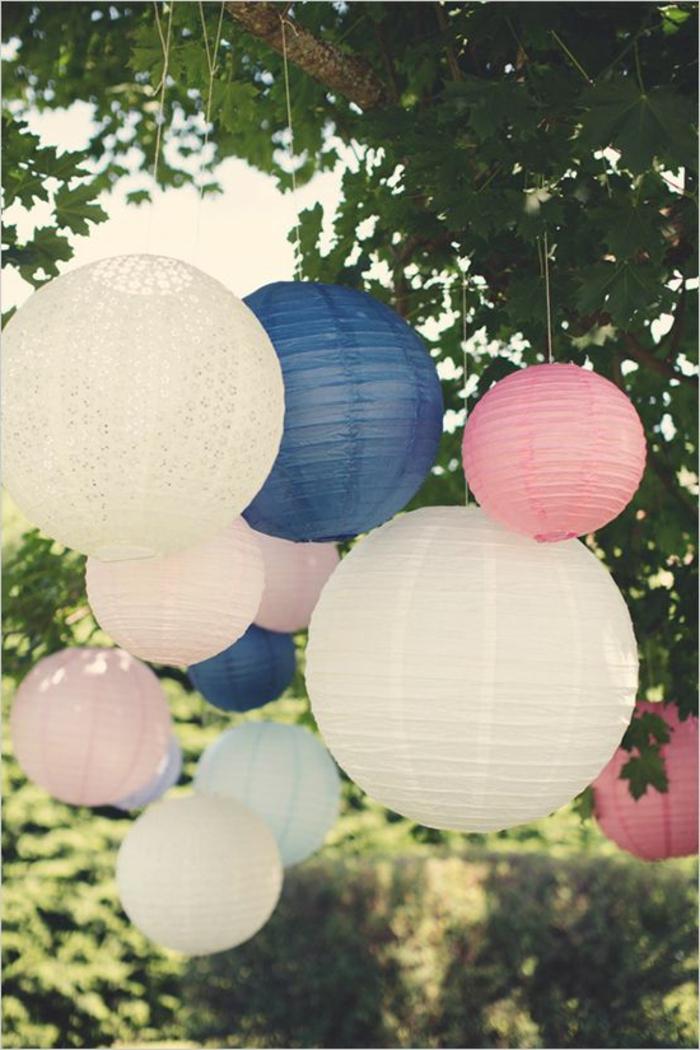 1-boules-chinoises-jolie-decoration-originale-pour-mariage-formidable-jardin-avec-arbres