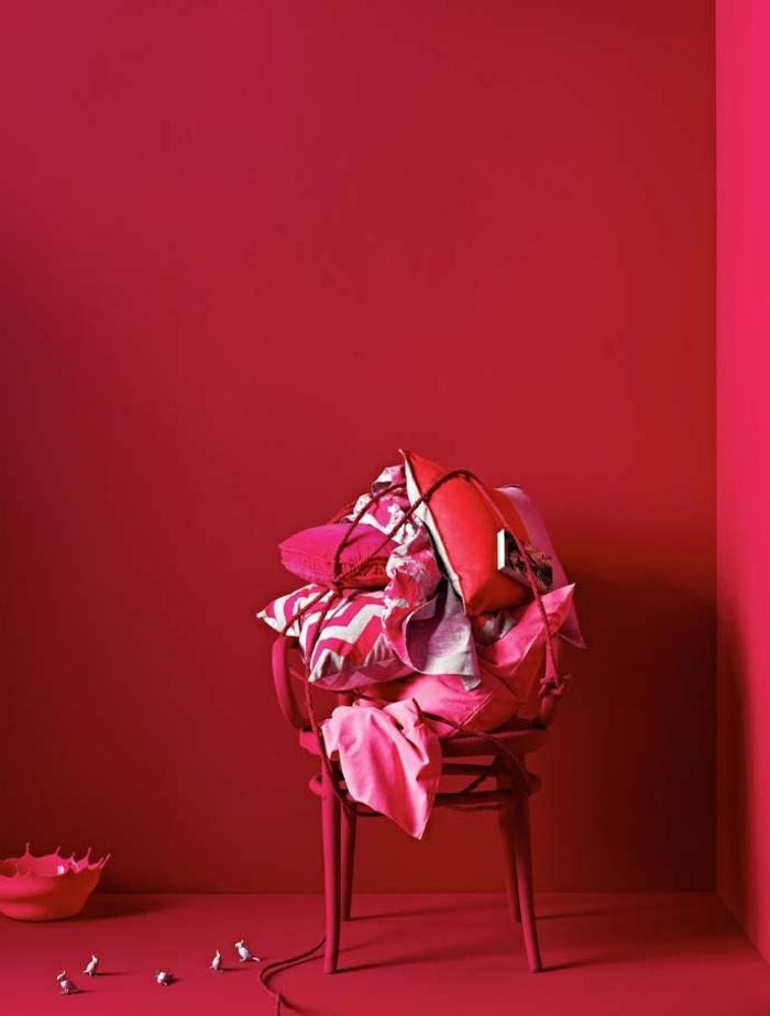 1-couleur-carmin-un-vrai-hit-couleur-bordeau-carmin-mur-rouge-meubles-rouges-interieur