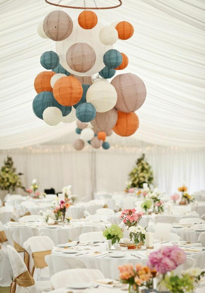 1-decoration-mariage-avec-boules-chinoises-en-papier-colorées-set-de-table-elegante