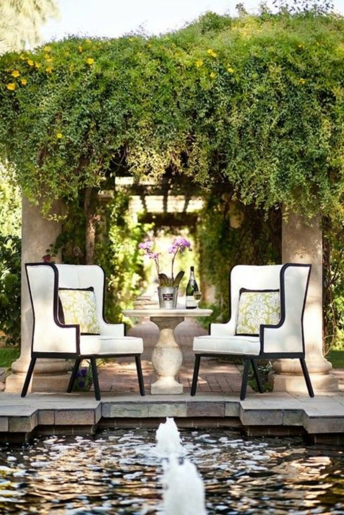 1-ensemble-table-et-chaises-de-jardin-banc-noir-lierre-murale-pour-le-jardin-jet-d-eau-décoratif