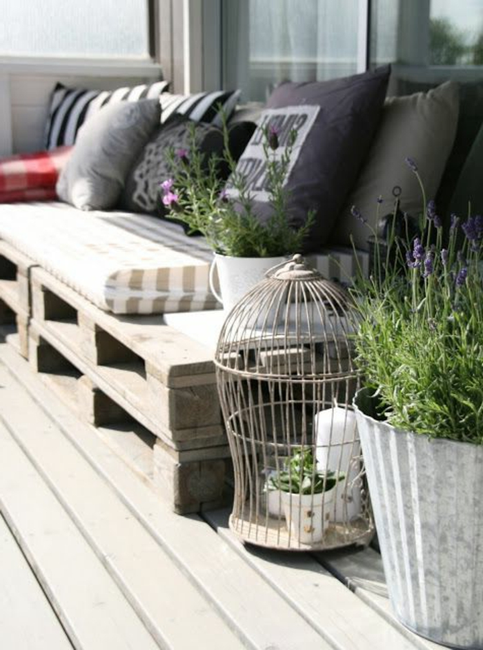 1-fauteuil-en-palette-canape-en-palette-design-original-meuble-en-palette-pas-cher-fabriquer-des-meubles-en-palette-pas-cher